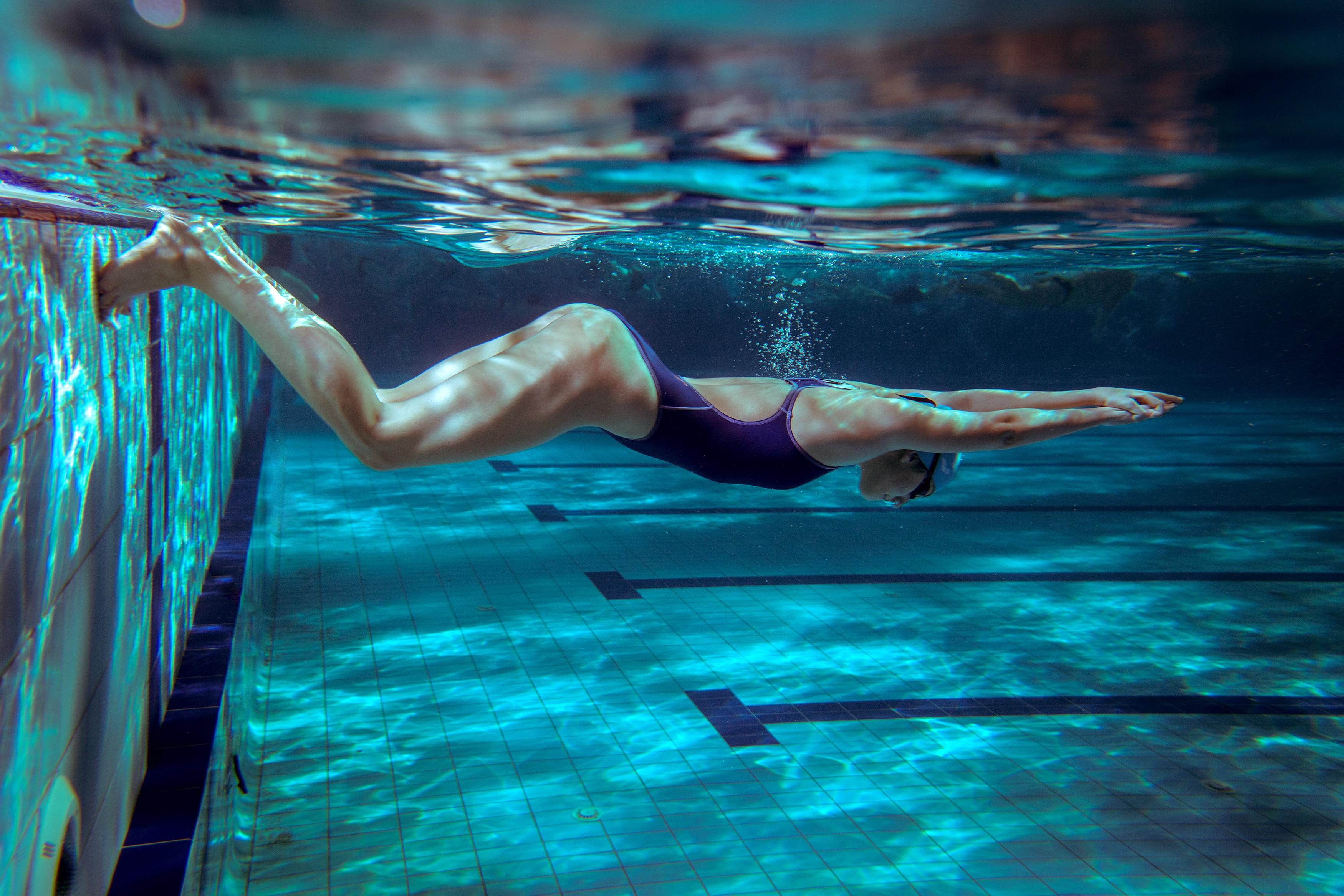 Tuffati in acqua per ritrovare la forma: tutti i benefici del nuoto